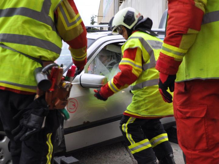 """Übung """"Verkehrsunfall"""" mit der Feuerwehr Oberwynental"""