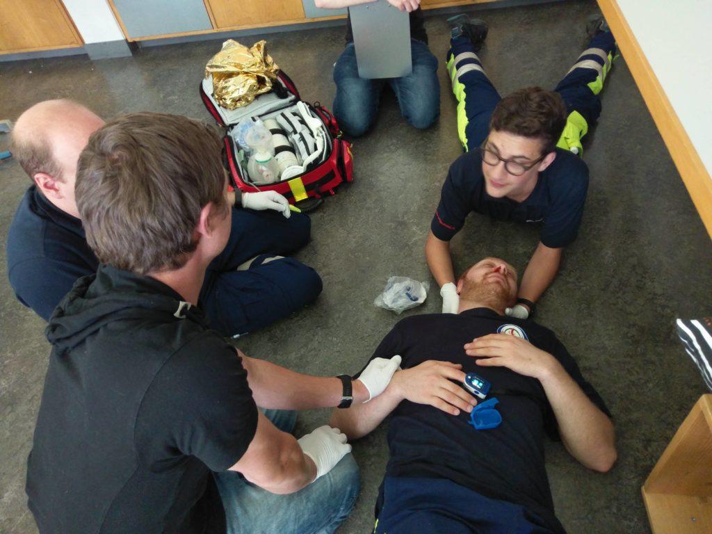 Patientenbetreuung bei Verdacht auf Rückenverletzung